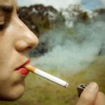 une jeune femme allume sa cigarette by ramos alejandro, on Flickr
